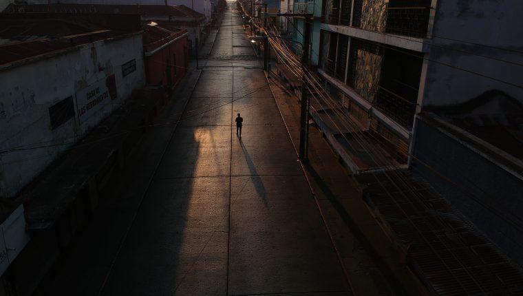 Calles vacías del Centro Histórico en pleno Viernes Santo. Así se vio el efecto de la pandemia por el COVID-19 en Guatemala y sus lugares turísticos. Foto Prensa Libre: Carlos Hernández