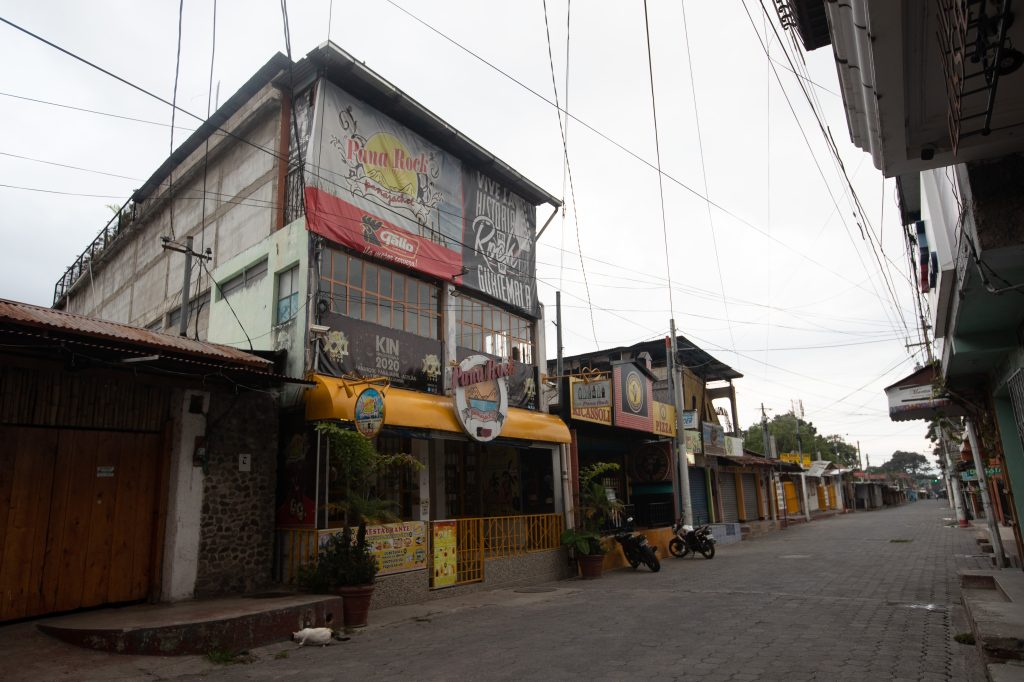 Las arterias comerciales de Panajachel han paralizado y durante el día tienen poca actividad. Foto Prensa Libre: Óscar Rivas