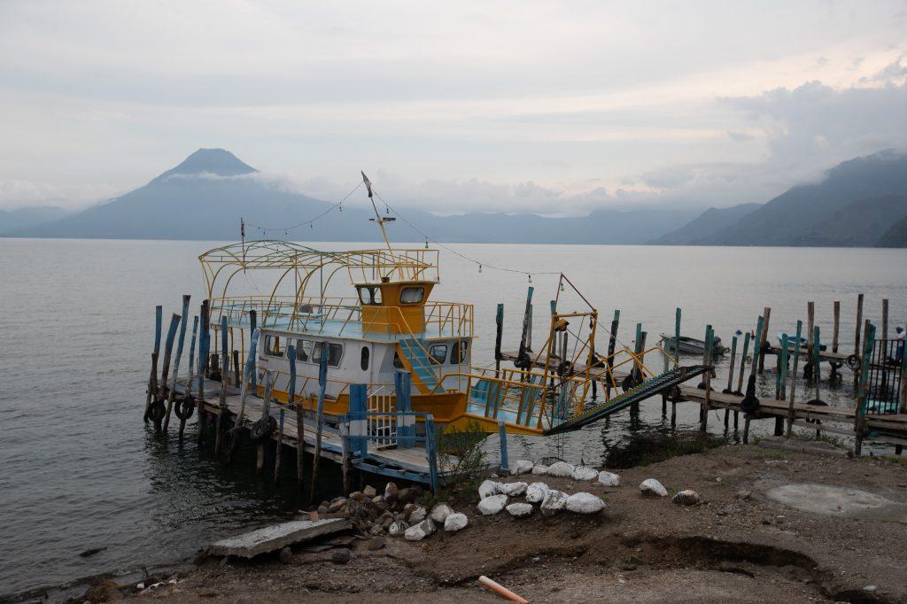 Los viajes a turistas fueron suspendidos en marzo de este año, pero en el lugar están anclados los navíos. Foto Prensa Libre: Óscar Rivas