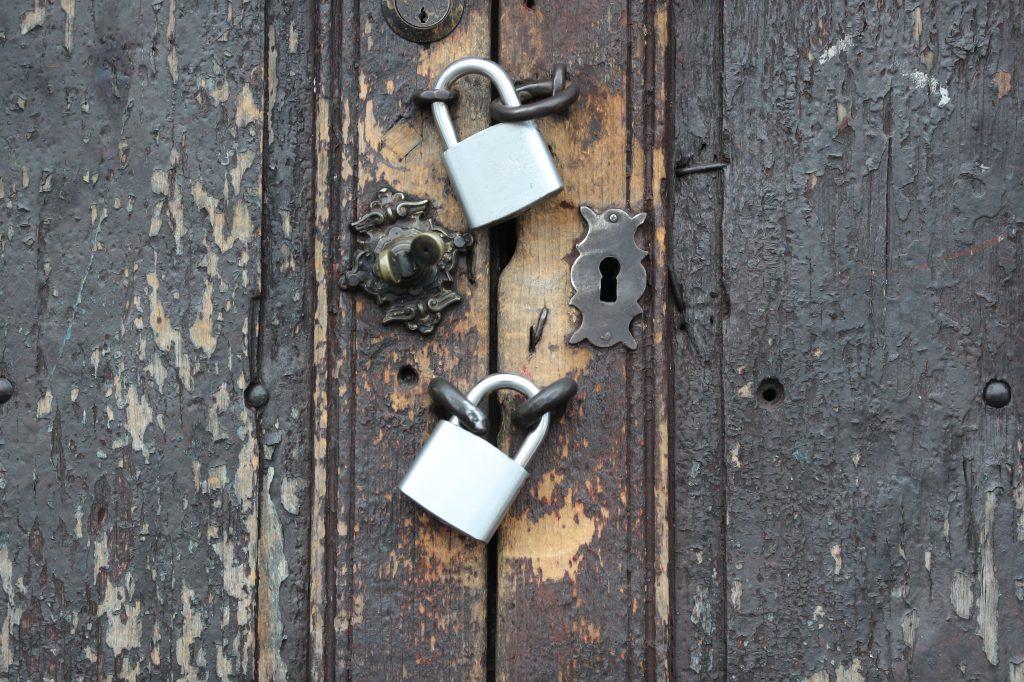 Los comercios permanecen cerrados según la instrucción del gobierno. Foto Prensa Libre: Érick Ávila