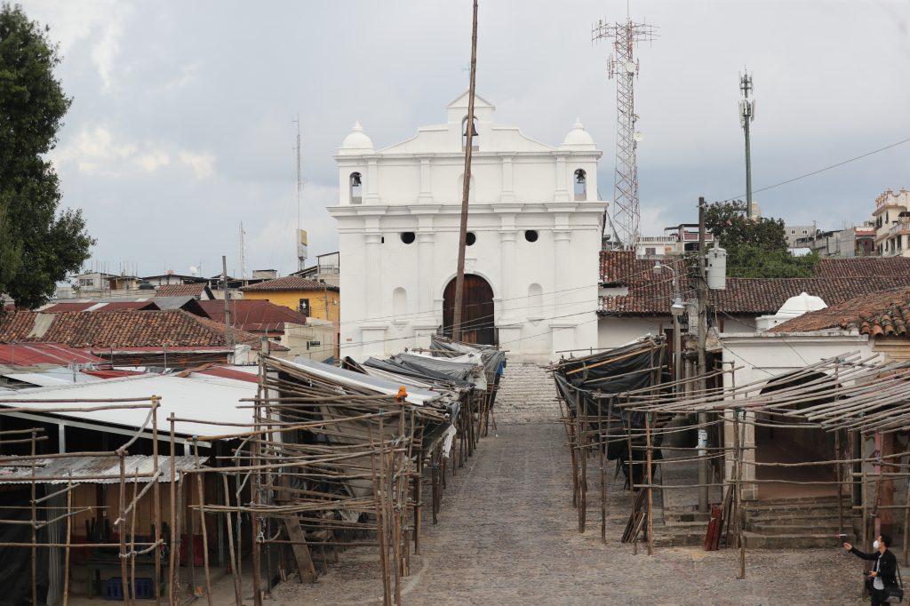 Los destinos más concurridos de nuestro país ahora lucen desolados pero han sido cuidados por los pobladores y pronto serán reabiertos para que se puedan visitar. Foto Prensa Libre: Érick Ávila