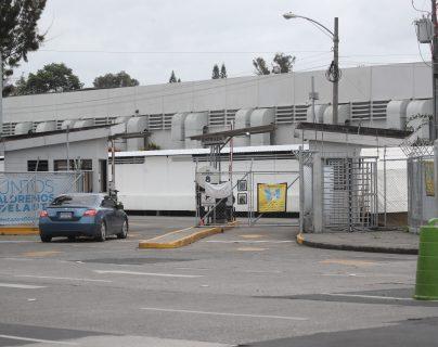 El Hospital Temporal del Parque de la Industria es uno de los que más problemas por desabastecimiento ha registrado durante la emergencia. Fotografía: Prensa Libre (Erick Avila).