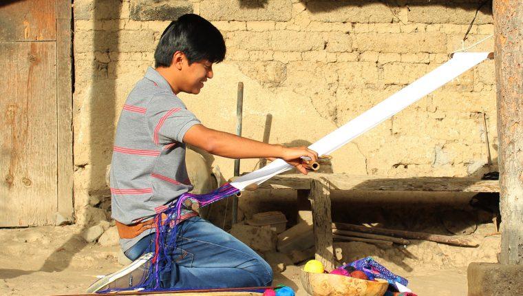 Peinado es tejedor desde los 15 años en su comunidad. (Foto Prensa Libre: Cortesía Nancy Peinado)