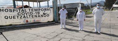 Personal del Hospital Temporal Covid-19 Quetzaltenango espera el pago de su salario desde hace más de dos meses. (Foto Prensa Libre: María Longo)