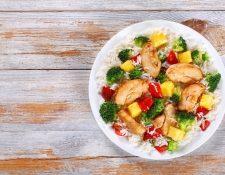 Una nutritiva combinación que puede servir sobre una cama de arroz blanco.  Foto Prensa LIbre: ShutterStock