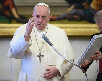 l papa Francisco se refirió a la labor de médicos, paramédicos, voluntarios, sacerdotes, religiosos y laicos. (Foto Prensa Libre: EFE)