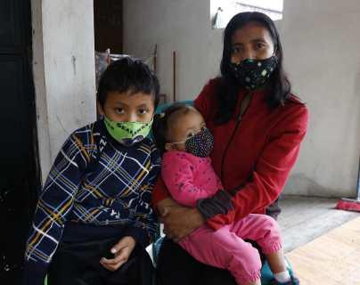 """""""Para mí es como que acabara de suceder"""", los emotivos recuerdos de las familias de dos bomberos que fueron arrastrados por la erupción del Volcán de Fuego"""