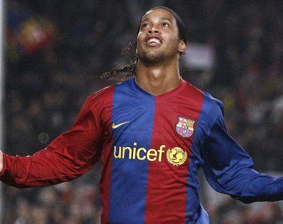 Ronaldinho en su paso por el FC Barcelona. (Foto Prensa Libre: Hemeroteca PL)