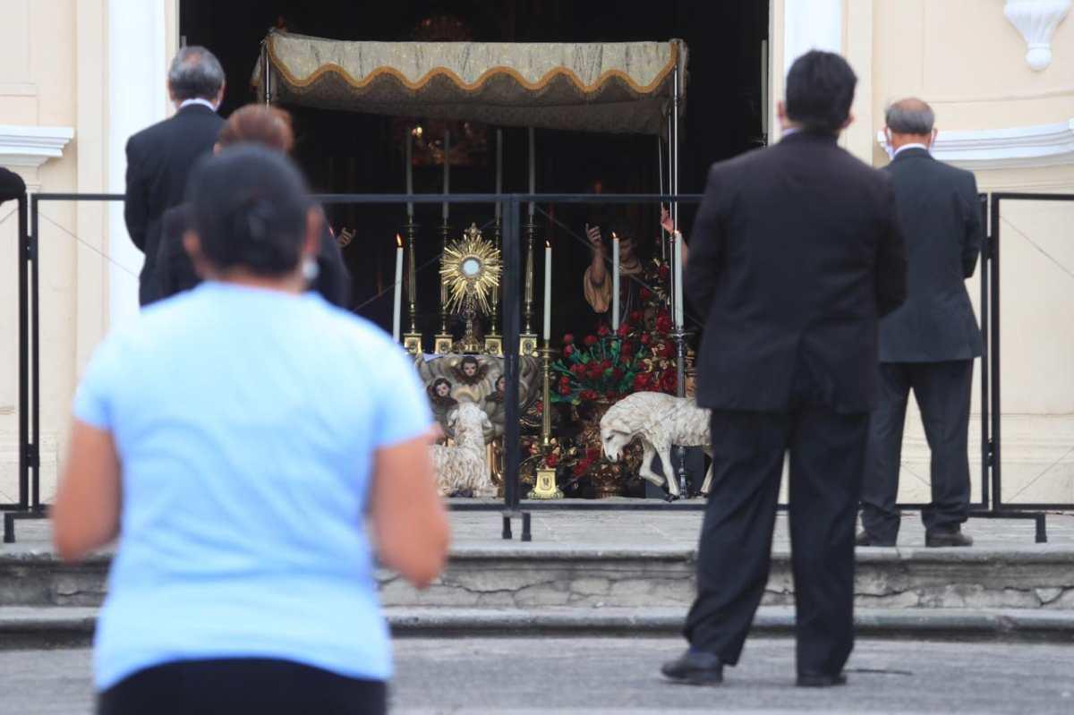Corpus Christi 2020: A puerta cerrada y veneración desde el carro
