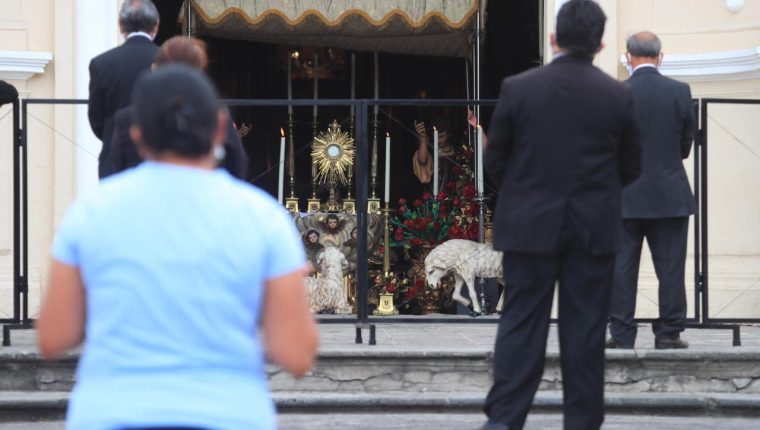 La festividad del Corpus Christi se conmemora este año de diferente forma en el templo de Santo Domingo. (Foto Prensa Libre: Óscar Rivas)