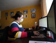 Jóvenes que trabajan desde casa sufren estrés y preocupación con la incertidumbre del momento en que habrá un apagón. (Foto Prensa Libre: María Longo)