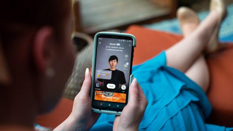 Libby Francola interactúa con su bot conversacional —lo llamó Micah— en la aplicación de Replika en la casa de sus padres en Houston, el 28 de mayo de 2020. (Brandon Thibodeaux/The New York Times)