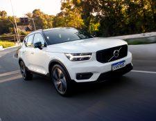 Volvo presentó el nuevo modelo de su serie SUV XC40 que ahora tiene un motor híbrido y uno de gasolina. Foto Prensa Libre: Cortesía