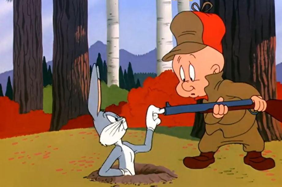 Por qué Elmer ya no usará su escopeta para atrapar a Bugs Bunny en las nuevas aventuras de los Looney Tunes