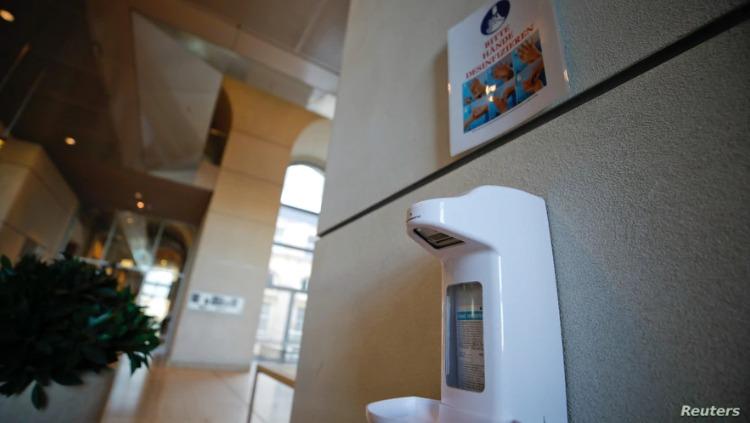 La compañía holandesa NoSoapCompany quiere que los dispensarios públicos de desinfectantes sean cada vez más atractivos para la gente.