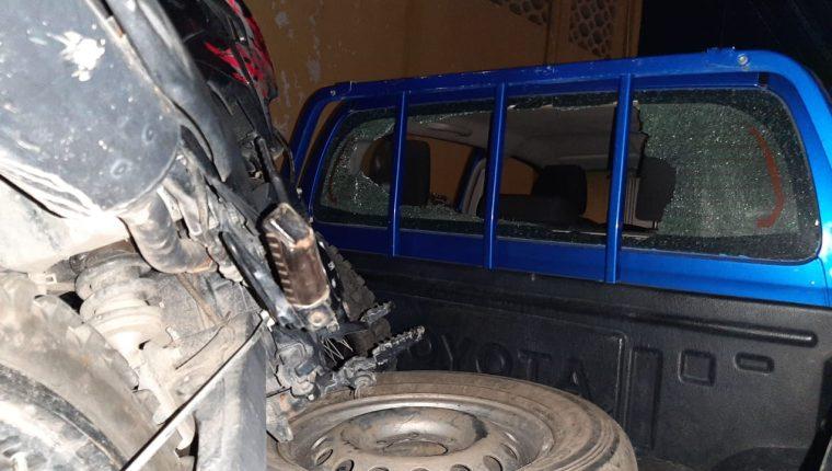 Así quedó una de las patrullas de la PNC que resultaron con daños en un altercado con vecinos en Zacapa. (Foto Prensa Libre: Wilder López)