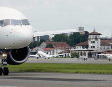 La fecha para reabrir el aeropuerto se aplazó para el 15 de agosto, pero se deben  implementar protocolos. (Foto, Prensa Libre: Hemeroteca PL).