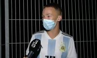 El aficionado que ingresó a la cancha en Mallorca para tomarse una foto con Messi explica cómo lo hizo. (Foto Prensa Libre: Captura video Deportes Cuatro)