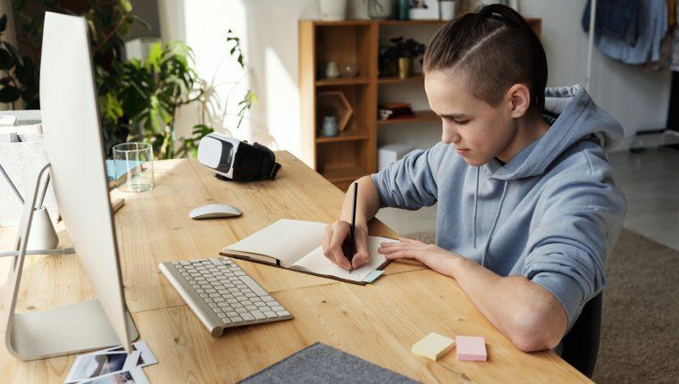 Los adolescentes también enfrentan una época difícil durante la pandemia.   (Foto Prensa Libre: Julia M Cameron/Pexels)