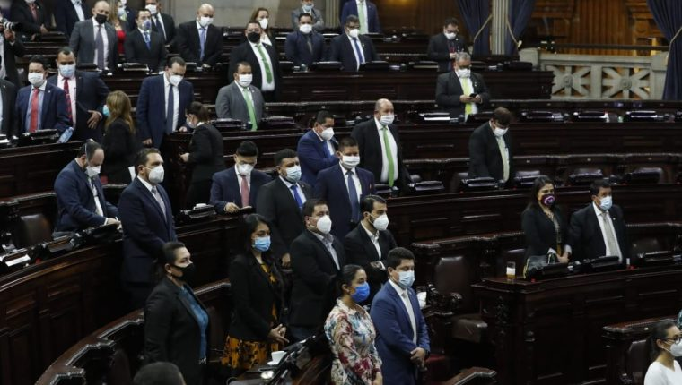 Los diputados se reunieron para aprobar las medidas por la crisis sanitaria del coronavirus. (Foto Prensa Libre: Esbin García)