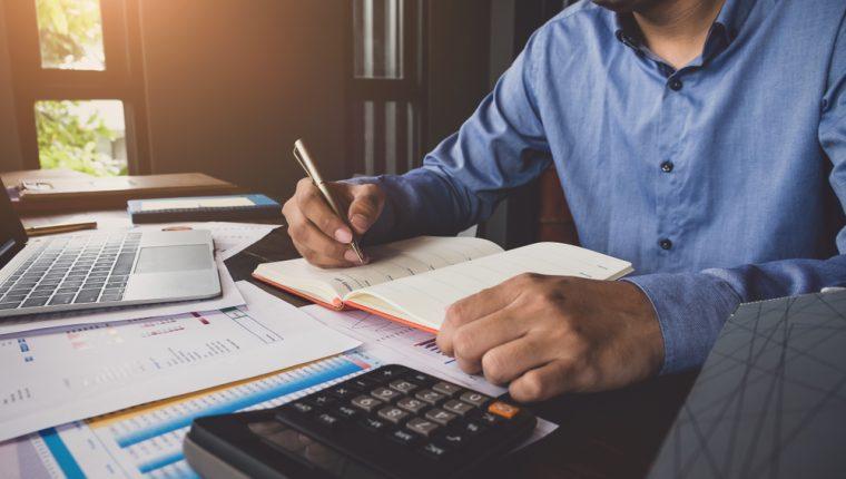 Revisión de estados financieros y aplicar reglas para analizar diferentes aristas de la empresa. (Foto, Prensa Libre: Hemeroteca PL).