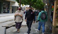 El uso de mascarilla y las medidas de prevención continúan vigentes para evitar la propagación del virus.   (Foto Prensa Libre: María Reneé Gaytán)