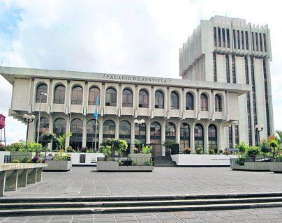 Fachada del edificio  de la Corte Suprema de Justicia y la Torre de Tribunales. (Foto Prensa Libre: Hemeroteca).