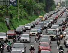 La circulación de vehículos ha sido variable según limitaciones de movilidad o toque de queda.  (Foto Prensa Libre: Hemeroteca PL).