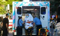 New York (United States), 22/06/2020.- A elderly woman is transported into an ambulance on Manhattan's west side in New York, New York, USA, 22 June 2020. New York State Governor Cuomo continued to urge caution, particularly as many as 19 states experienced new infection spikes. New York City officially began Phase Two with most activities reopening after being shut down for 100 days due to the coronavirus pandemic. (Abierto, Estados Unidos, Nueva York) EFE/EPA/PETER FOLEY