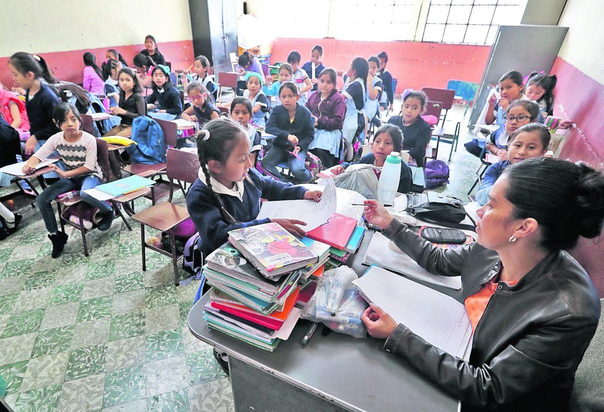 Mineduc evalúa extender el ciclo escolar en las escuelas hasta diciembre