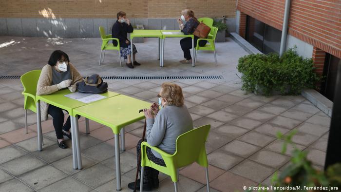España: casi 17.000 muertos en residencias de ancianos por el coronavirus