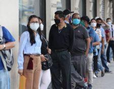 Guatemaltecos que  fueron suspendidos de sus trabajos se han presentado a diferentes instancias para consultar sobre el pago del Fondo de Protección al Empleo. (Foto Prensa Libre: Hemeroteca)