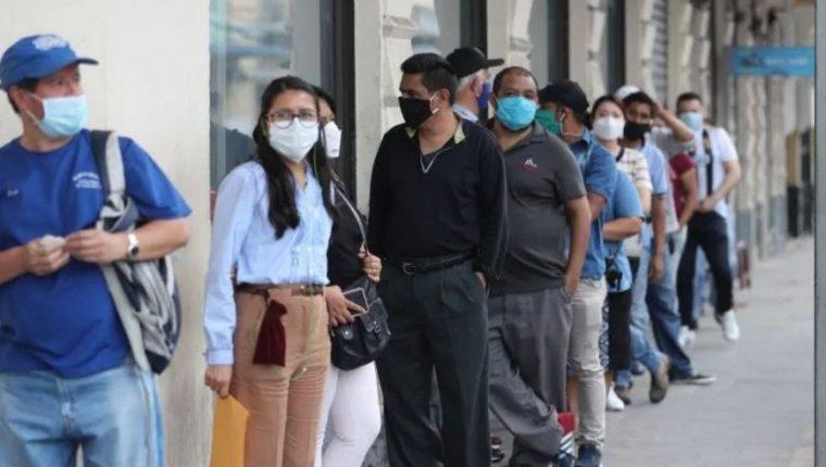 El Fondo de Protección al Empleo para trabajadores del sector privado con contratos suspendidos fue creado en abril, los primeros pagos se hicieron a mediados de mayo. (Foto Prensa Libre: Hemeroteca).