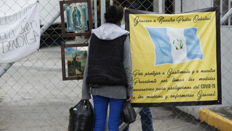 Vista del hospital de campaña en el parque de la Industria para tratamiento de pacientes con coronavirus. (Foto Prensa Libre: Esbin García)