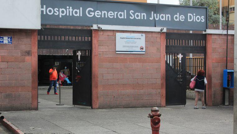 Las consultas externas de los hospitales permanecen cerradas desde hace tres meses, dejando desatendida a gran cantidad de pacientes, como los enfermos crónicos. (Foto Prensa Libre: Hemeroteca PL)