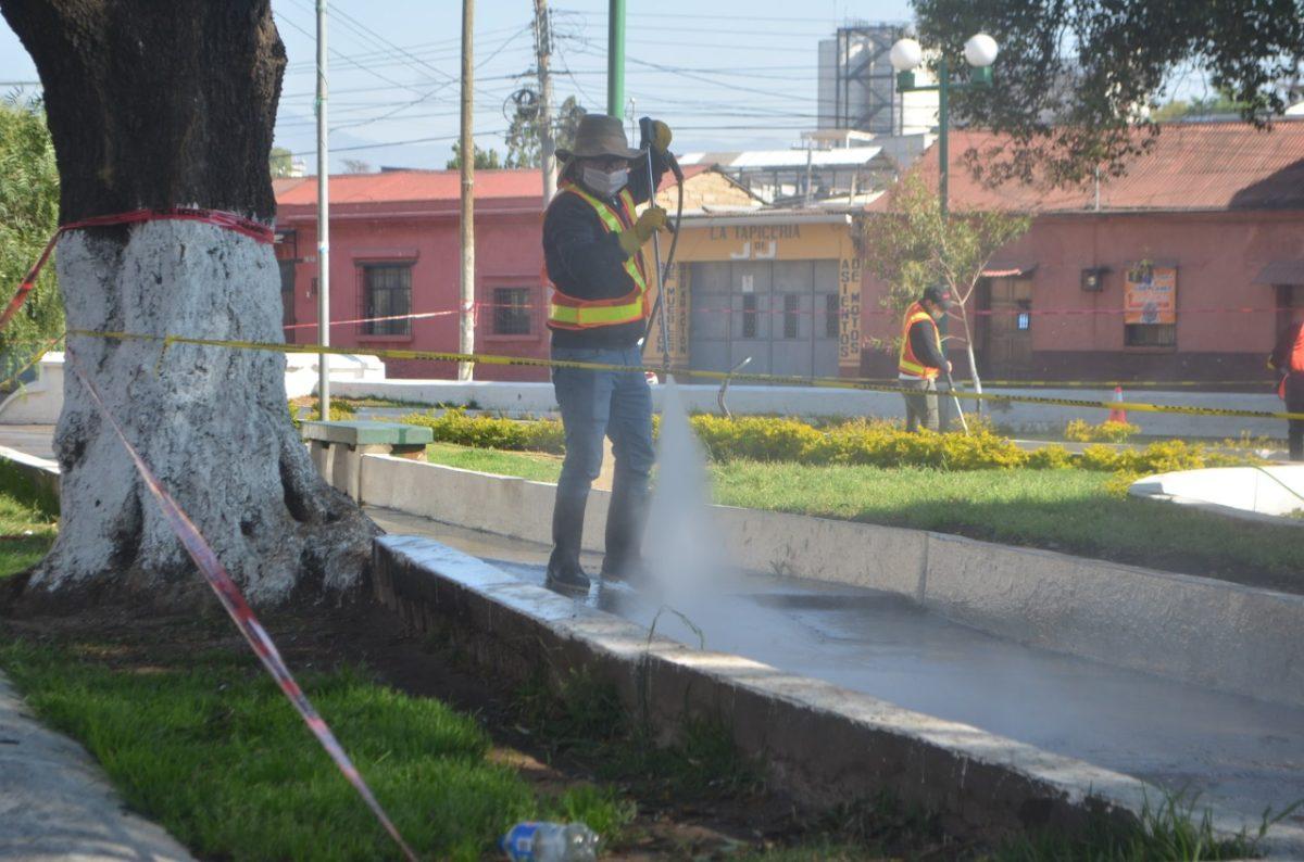Verificamos por usted: ¿Ayuda la desinfección de calles a prevenir el covid-19?