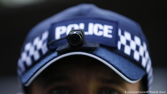 Una fiesta callejera ilegal en Londres deja policías heridos. (picture-alliance/AP Photo/A. Grant)