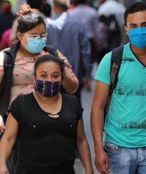 La OMS volvió a cambiar el protocolo sobre el uso general de las mascarillas