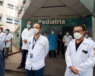Médicos del hospital Roosevelt se pronunciaron y dijeron que carecen de espacio para atender a pacientes con covid-19. (Prensa libre: Hemeroteca PL)