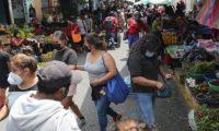 La guía contiene medidas que deberán seguir por parte de los vendedores, los consumidores y los encargados de los mercados de abasto de las municipalidades. (Foto Prensa Libre: Hemeroteca)