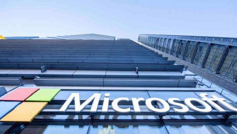 Microsoft invertirá en tutoriales, llamadas de video y otras herramientas de apoyo a clientes y socios, en línea. (Foto Prensa Libre: AFP)