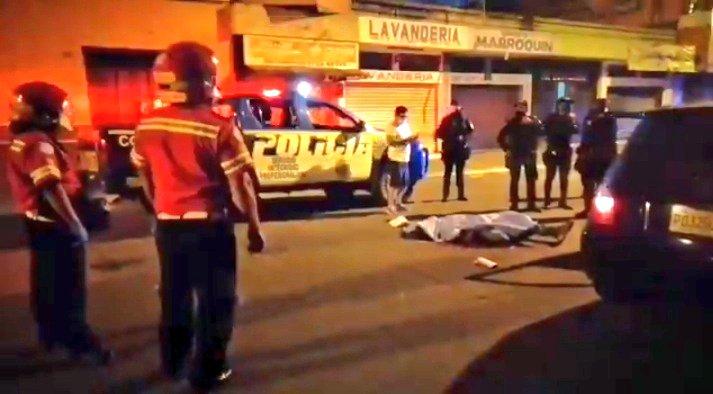 Edgar Ic murió por una herida de bala en el cráneo, según reportaron los bomberos. (Foto Prensa Libre: Bomberos Municipales)