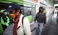 Coprecovid y epidemiólogos independientes coinciden que en el primer mes de reapertura se utiliza mejor la mascarilla y se trata de cumplir con la distancia social. (Foto Prensa Libre: Municipalidad de Guatemala)
