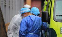 El personal médico utiliza equipo de protección personal para atender en los diferentes centros hospitalarios. (Foto Prensa Libre: Byron García)