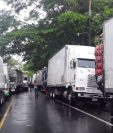 Comerciantes de la Tiendona de El Salvador afirmaron que hay una disminución del ingreso de verduras y hortalizas que se despachan de Guatemala. (Foto Prensa Libre: Hemeroteca)