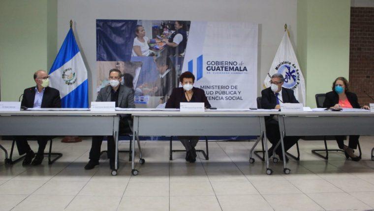 Autoridades de Salud dan una conferencia de prensa sobre la emergencia por el coronavirus. (Foto Prensa Libre: Byron García)