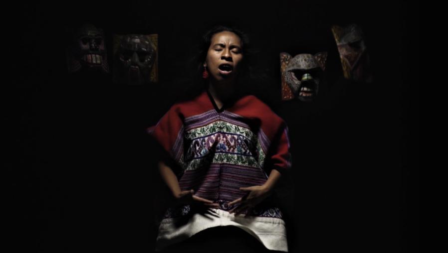 Sara Curruchich lanza Tukur, un video dirigido por Jayro Bustamante con el que refleja la espiritualidad y la cosmovisión maya