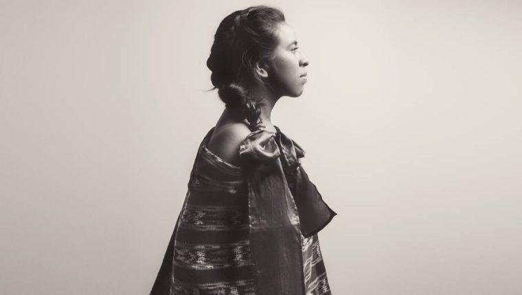 La cantautora guatemalteca Sara Curruchich presenta su primer material discográfico en España.  (Foto Prensa Libre: Cortesía Xun Ciin)