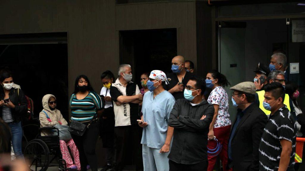 Entrada del Hospital Obregón, colonia Roma. Foto Prensa Libre: Arturo Luna / Forbes México.