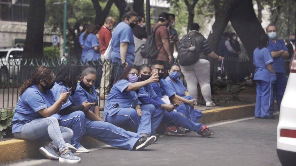 Exterior de la Dirección de Prestaciones del IMSS, colonia Roma Norte. Foto Prensa Libre: Angélica Escobar / Forbes México.